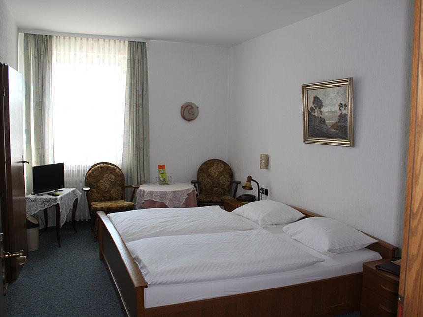 https://bilder.touridat.de/13220/7115/13220-7115-06-Zimmer