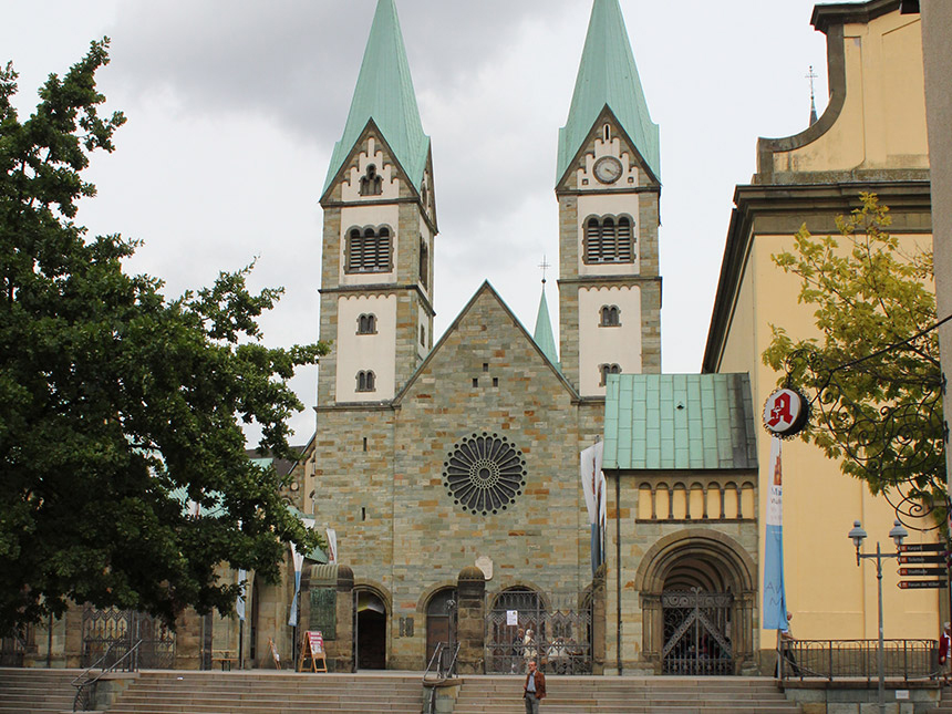 https://bilder.touridat.de/13220/7115/13220-7115-12-Kirche