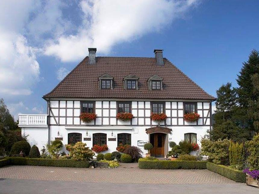 4 Tage Urlaub im Sauerland im Land-Hotel in Mes...