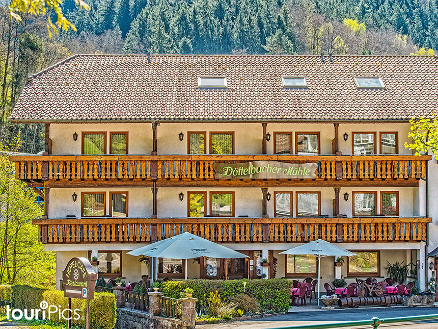 6 Tage Urlaub im Schwarzwald im Hotel Döttelbac...