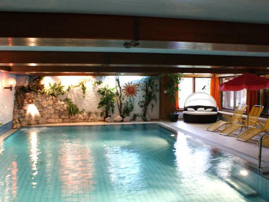 https://bilder.touridat.de/14105/3820/14105-3820-08-Schwimmbad