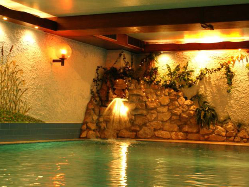 https://bilder.touridat.de/14105/3820/14105-3820-09-Schwimmbad-01