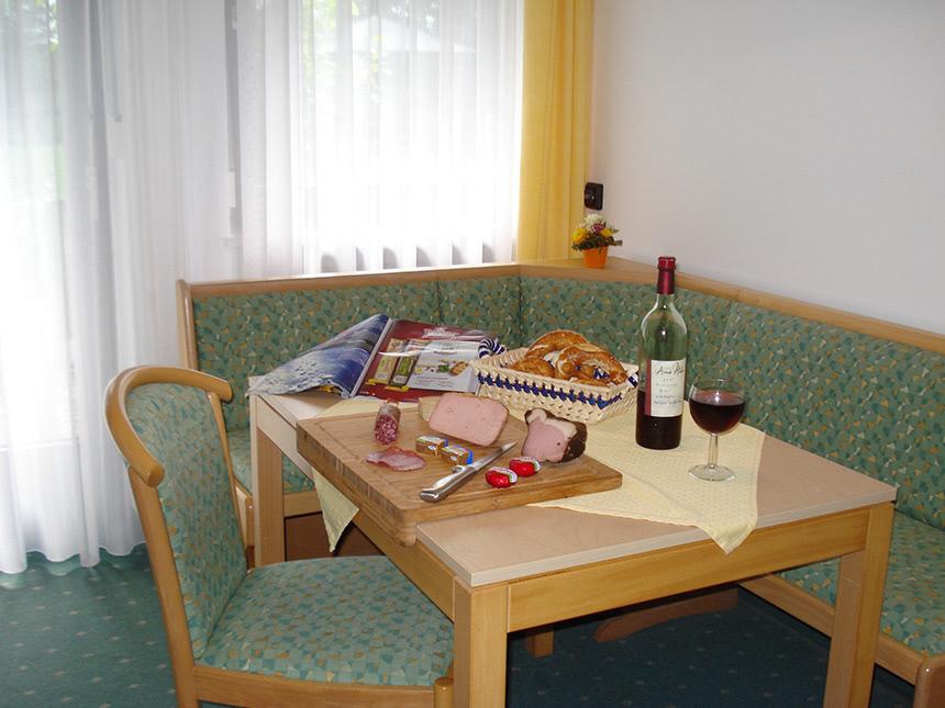 https://bilder.touridat.de/14738/6304/14738-6304-06-Tisch