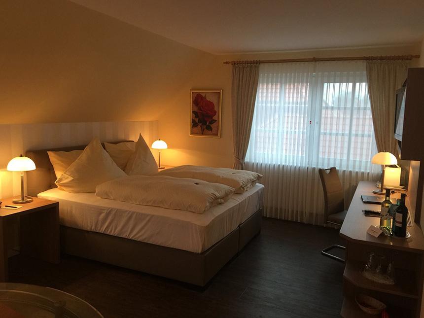 https://bilder.touridat.de/14921/4112/14921-4112-09-Zimmer