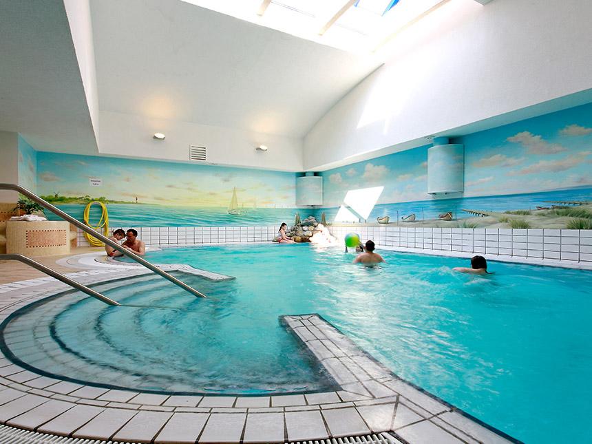 https://bilder.touridat.de/15004/8762/15004-8762-07-Schwimmbad