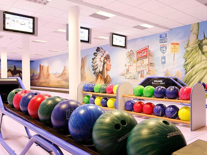 https://bilder.touridat.de/15004/8762/15004-8762-08-Bowling