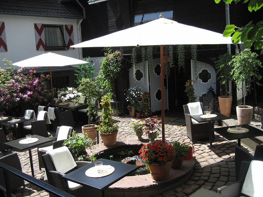https://bilder.touridat.de/15343/8107/15343-8107-15-Innenhof
