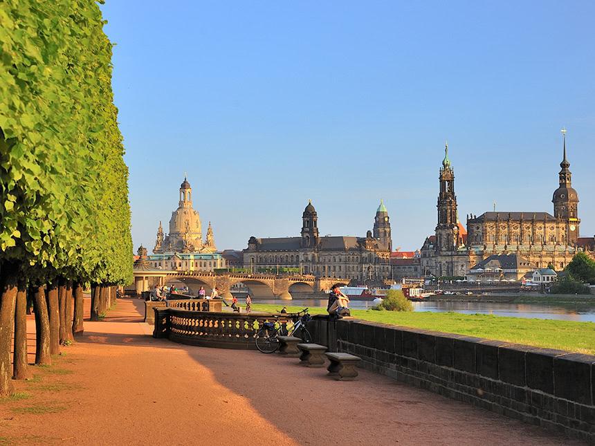 https://bilder.touridat.de/15359/5455/15359-5455-12-Dresden-01