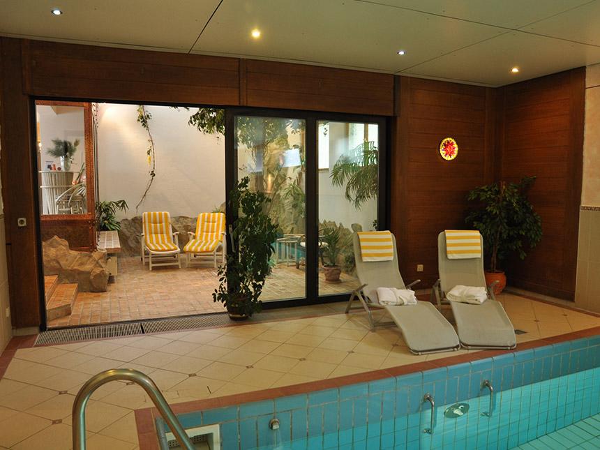 https://bilder.touridat.de/15988/6671/15988-6671-08-Pool