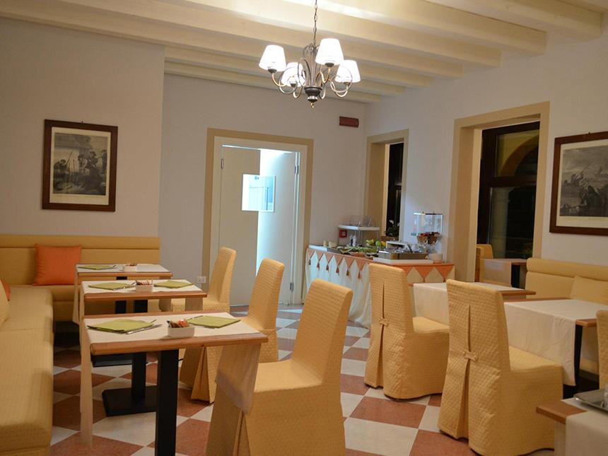 https://bilder.touridat.de/17246/7284/17246-7284-03-Restaurant