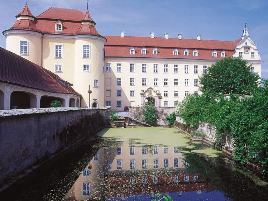 https://bilder.touridat.de/17507/7365/17507-7365-12-Schloss-ellwangen