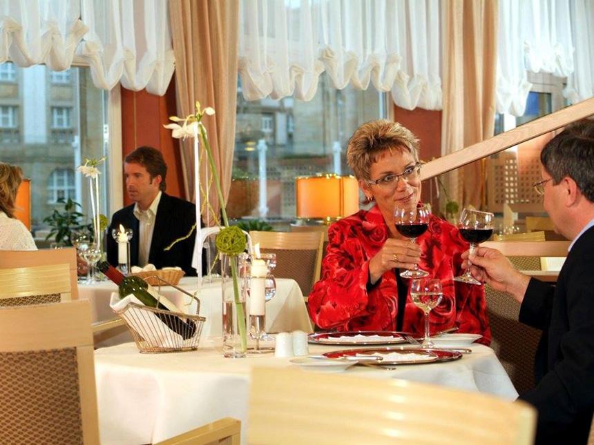 https://bilder.touridat.de/17644/7517/17644-7517-06-Restaurant-Paar