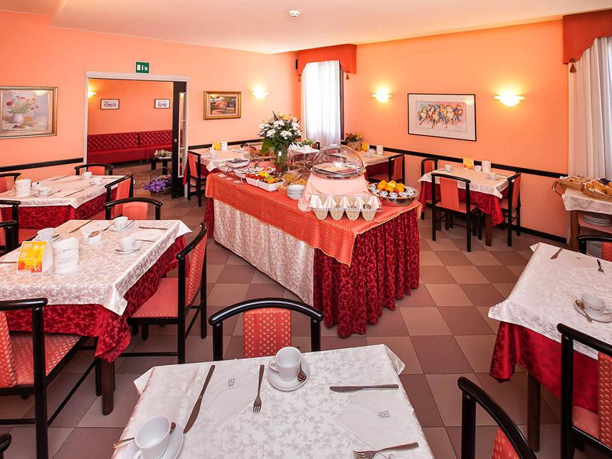 https://bilder.touridat.de/18047/7634/18047-7634-06-Restaurant
