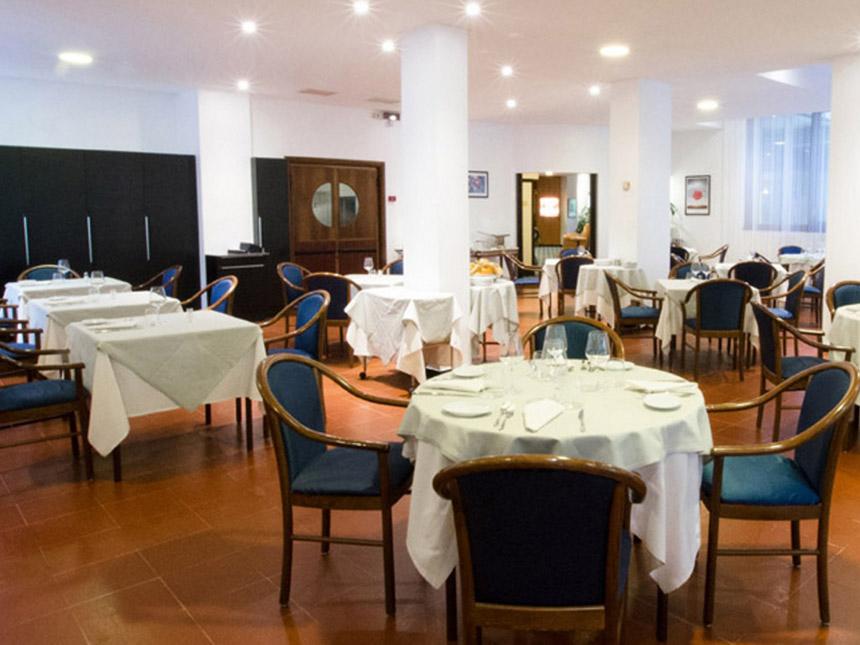https://bilder.touridat.de/24000/8751/24000-8751-04-Restaurant