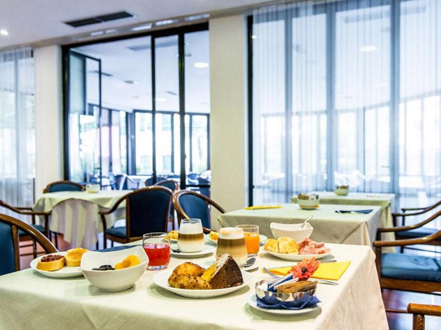 https://bilder.touridat.de/24000/8751/24000-8751-06-Restaurant-02